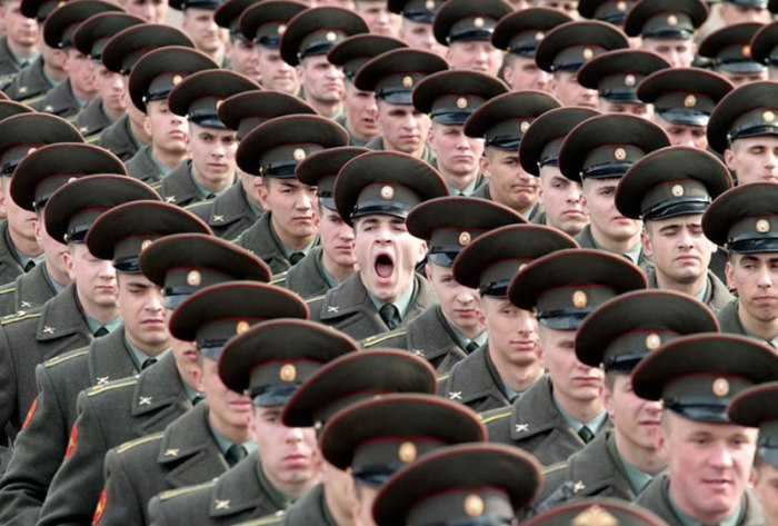 soldier-yawning-perfect-timing