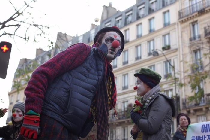 anarchists-clash-with-riot-police-during-climate-summit-protest-in-paris-body-image-1448809422
